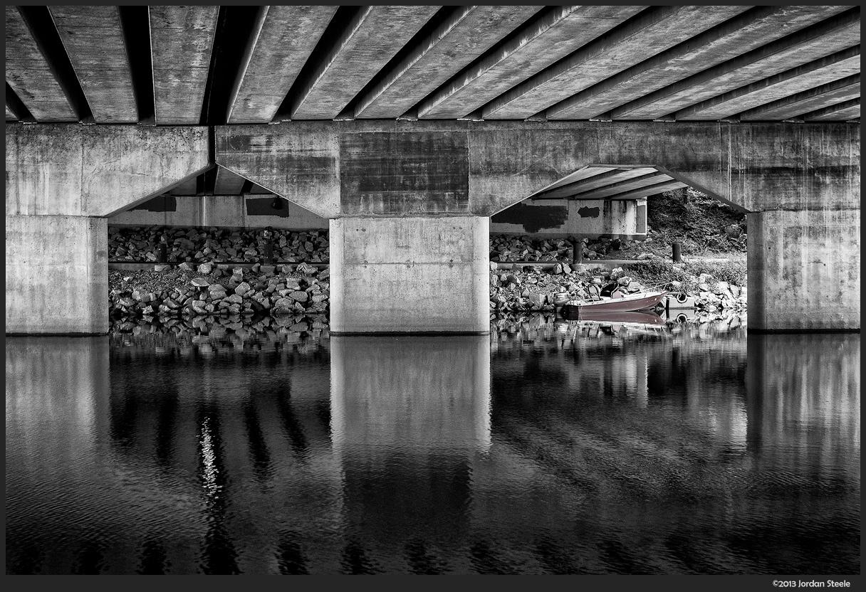Lost Boat - Fujifilm X-M1 with Fujinon XC 16-50mm f/3.5-5.6 OIS