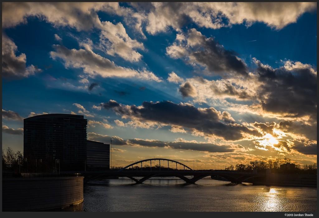 Sunset on the Scioto - Fujifilm X-E2 with Fujinon XF 23mm f/1.4 R @ ISO 200