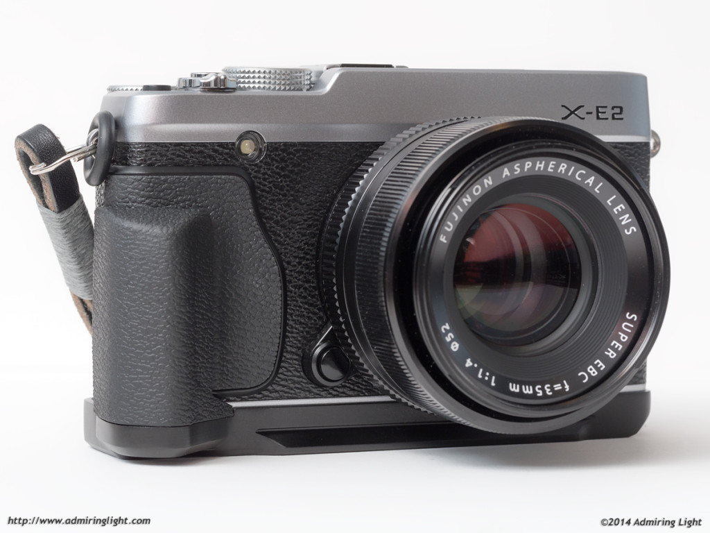 The MHG-XE grip on the Fuji X-E2