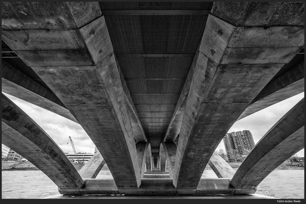 Town Street Bridge, Columbus, OH - Fujifilm X-E2 with Fujinon XF 10-24mm f/4 R OIS @ 10mm, f/8