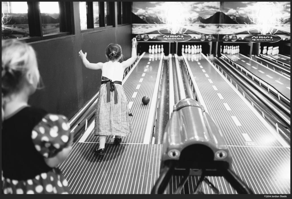 Bowling - Fujifilm X-E2 with Fujinon XF 35mm f/1.4 @ f/1.4