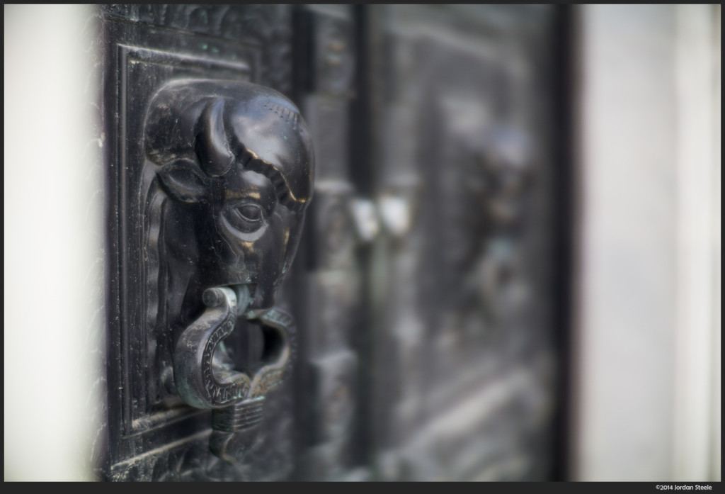 Knocker - Sony a6000 with Ibelux 40mm f/0.85 @ f/0.85