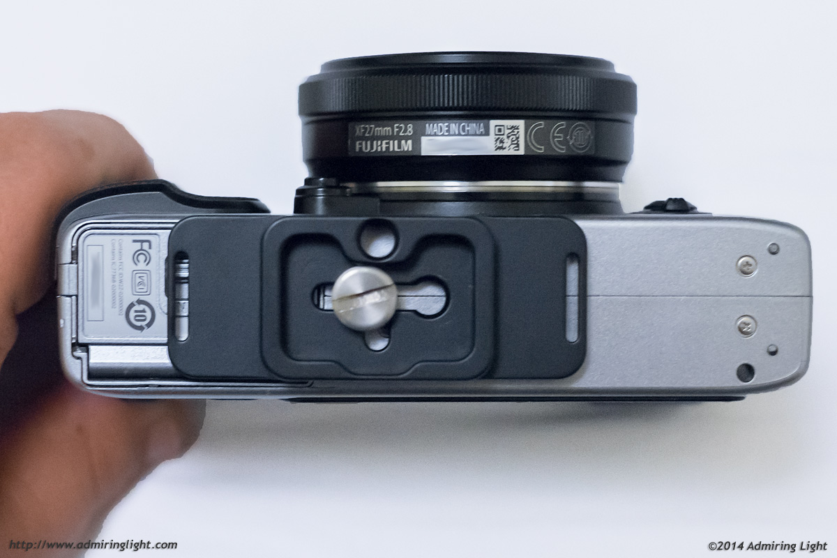 THe plate is narrow enough to fit most mirrorless camera bodies