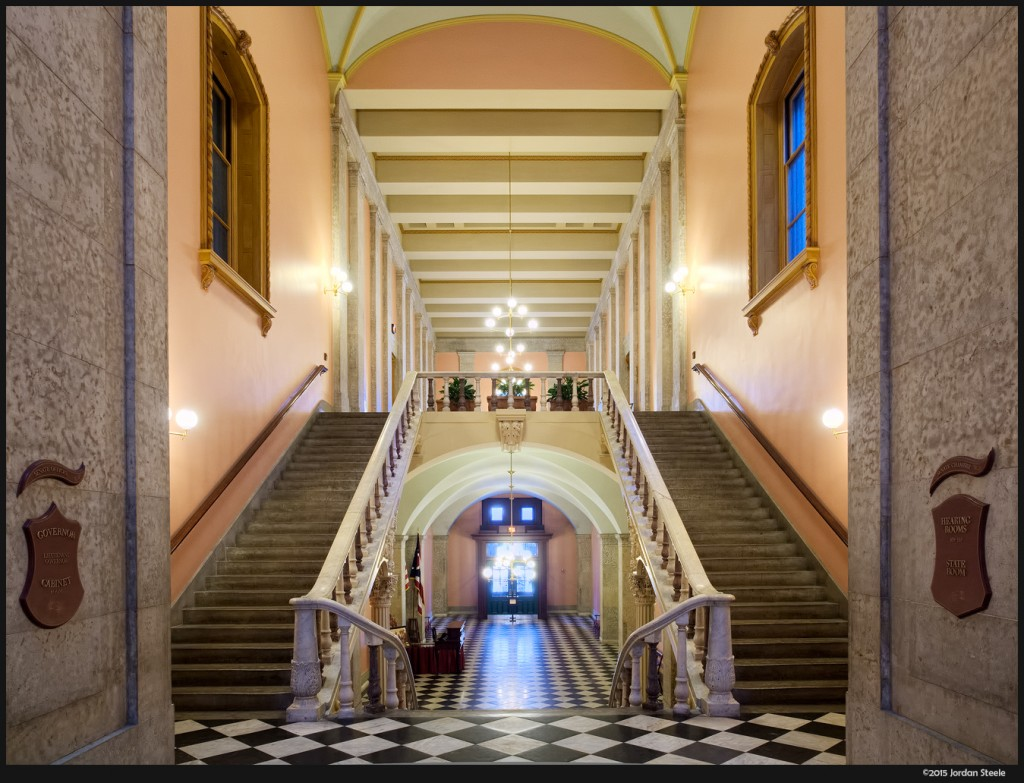 Statehouse Hallway - Olympus OM-D E-M5 Mark II with Olympus 12-40mm f/2.8 PRO @ 12mm, f/5.6, 1/8s, ISO 800