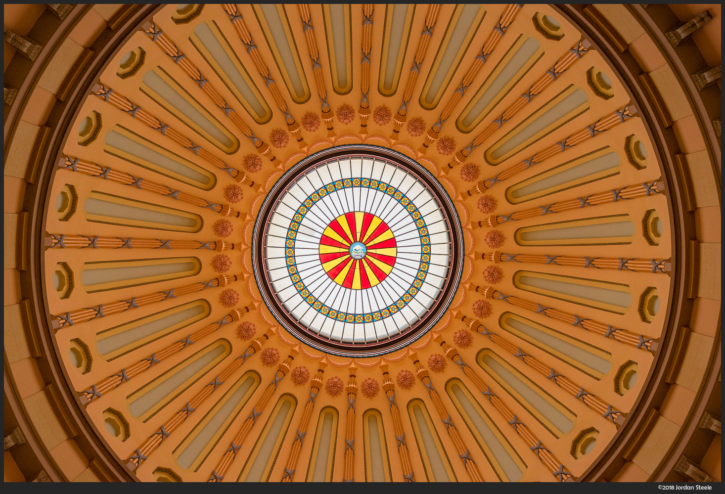 Statehouse Dome - Sony A7 II with Voigtländer 35mm f/1.4 Nokton Classic @ f/4,
