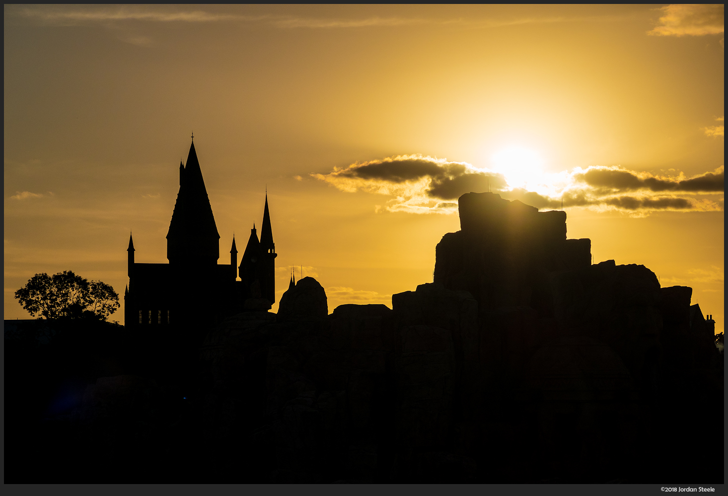 Hogwarts at Sunset - Universal's Islands of Advnture - Canon G7 X Mark II @ 36.8mm, f/3.5, 1/2000s, ISO 125